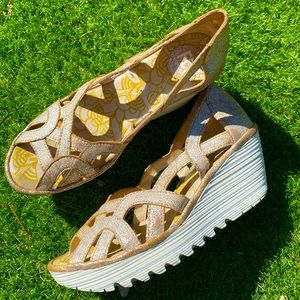 London Fly Sandals 